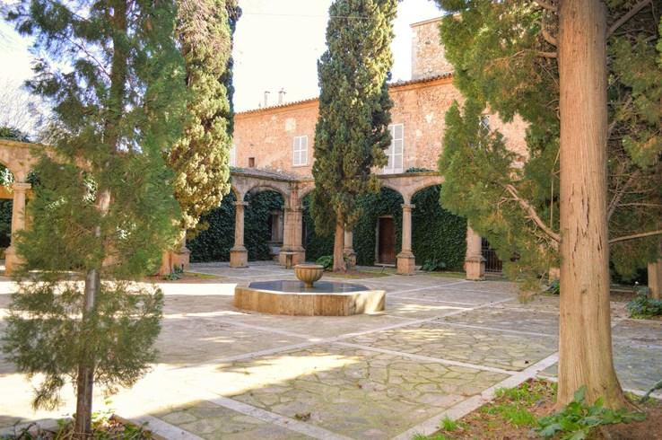 Convent de la Missio Courtyard | Mallorca