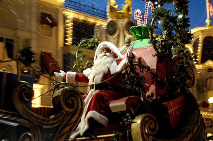 Christmas Parade | Disney World Florida
