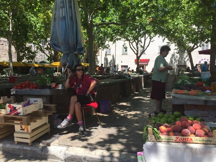 Market, Split.