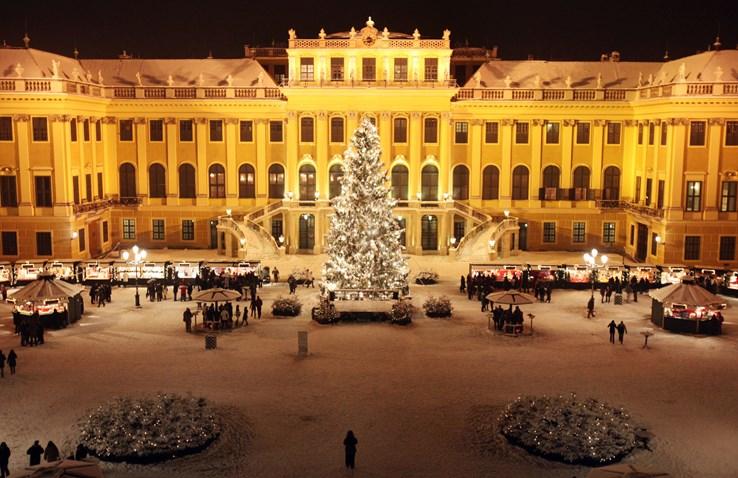 Schonbrunn Palace Christmas Market