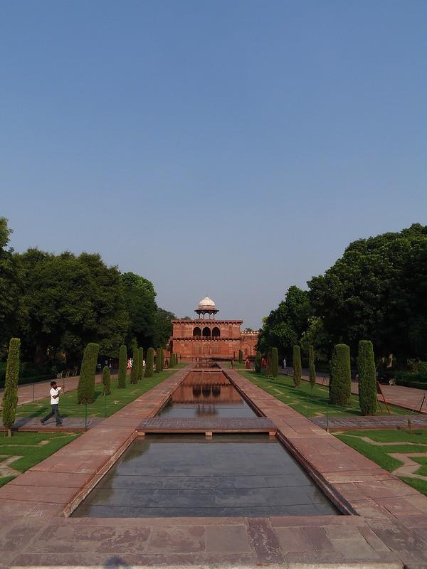 Surroundings of Taj Mahal