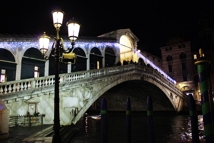 Ponte De Rialto Bridge - Venice