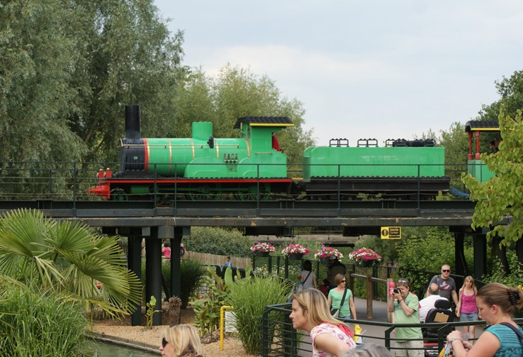 Train, Legoland Windsor by spencer77 (CC BY 2.0)