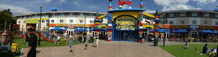 Restaurants: Legoland Windsor 2013 by robinkristianparker(CC BY 2.0)