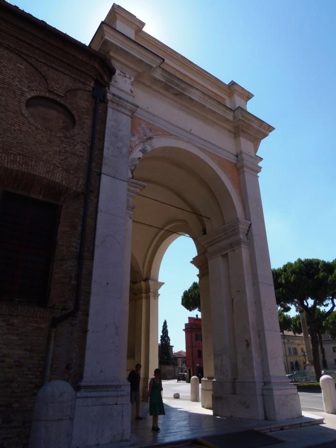 Gradiose arch in Ravenna